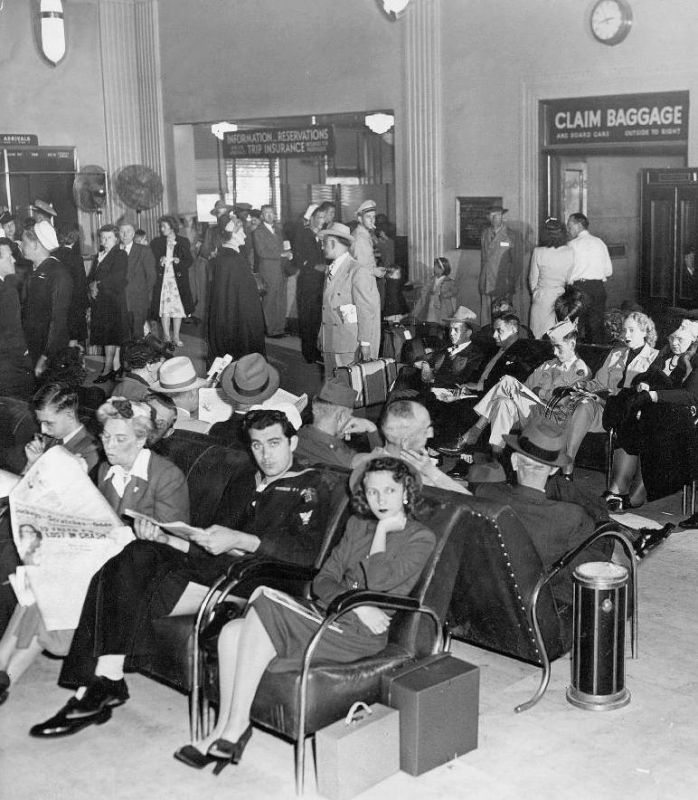 Fans-CHICAGO - MUNICIPAL AIRPORT - WAITING ROOM - 1945-2315,4-1-13.jpg